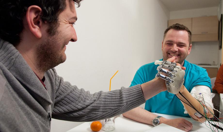 Создано единственное в своём роде имплантируемое устройство, способное вернуть человеку утраченную способность осязания