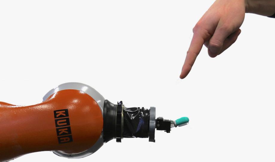 Разработчики обучают роботов ощущать боль и реагировать на неё