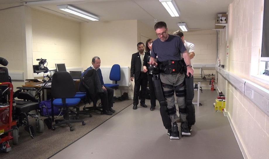 Бионические ноги позволят парализованным людям ходить без помощи рук