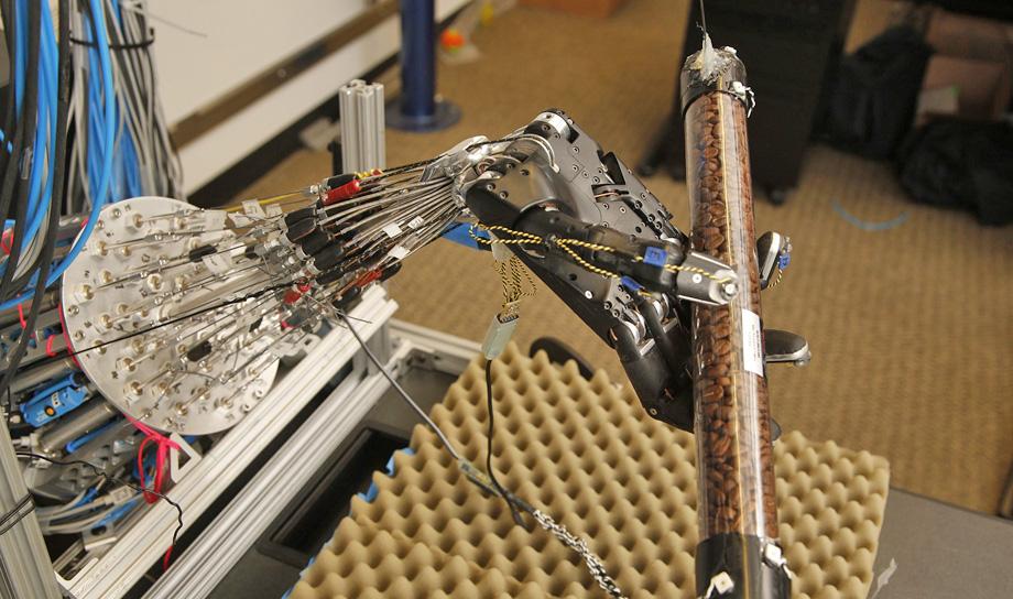Учёные Вашингтонского университета создали роботизированную руку, способную к самообучению