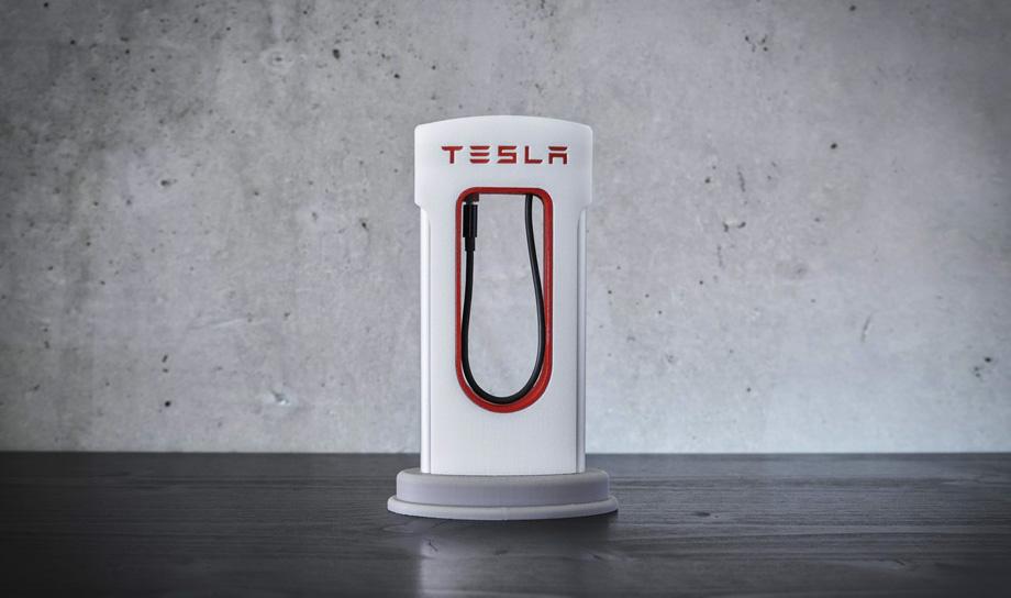 Почитатели электромобилей компании Илона Маска смогут напечатать для своих смартфонов зарядные станции в стиле Tesla