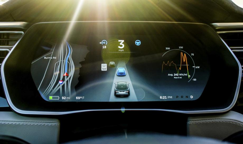Tesla совершенствует программное обеспечение и настройки автопилота