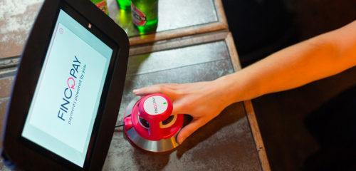 В одном из лондонских супермаркетов сети Costcutter проходит тестирование биометрической платёжной системы
